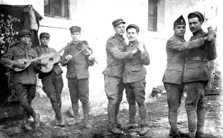 Грчки војници го слават Денот на Независноста пред да бидат растртени од Турците, 25.03.1923.