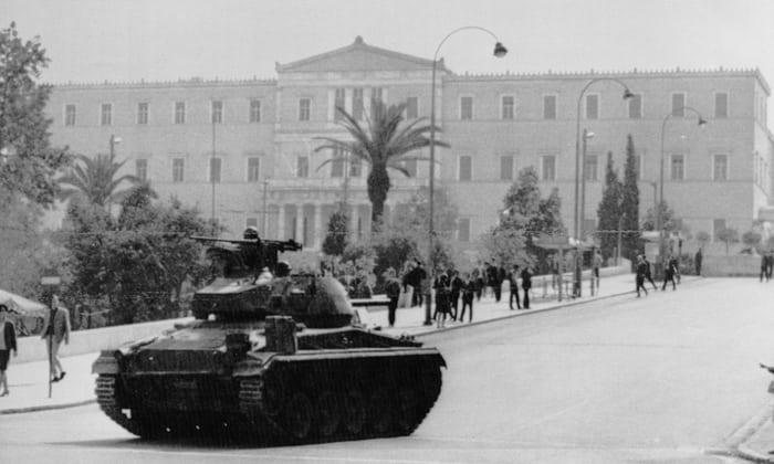 Воениот удар во 1967: тенкови пред грчкиот парламент.
