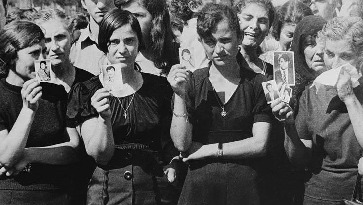 Кипарски Гркинки си ги бараат мажите по турската воена интервенција, 1974.