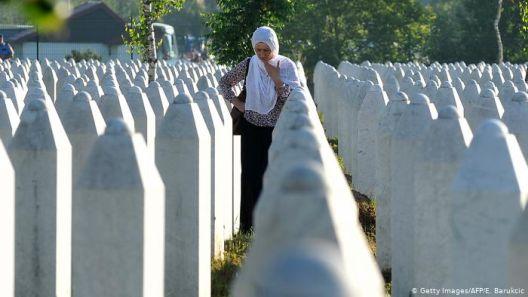 БиХ: Негирање геноцид и величање воени злосторници