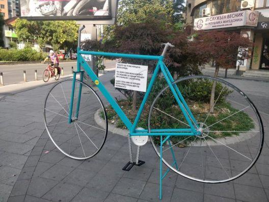 Велосипедот-скулптура кој ја симболизираше кражбата на велосипеди остана без волан и седиште