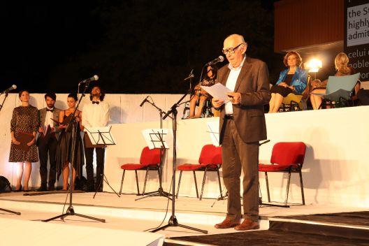 Влада Урошевиќ со силна порака од Струга: Сè е на продажба, сè освен песната!