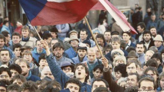 На годишнината од Кадифената револуција, Чесите повторно на улиците