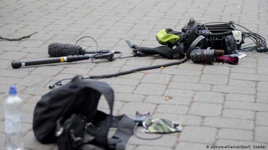 Анти-корона протести: Гневот се истура врз новинари