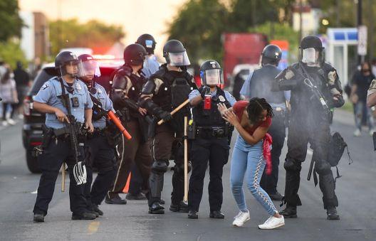 """Протести во САД: """"Америка се распарчува сама себеси"""""""