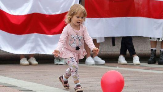Зошто Белорусите ги носат своите деца на протестите против Лукашенко?