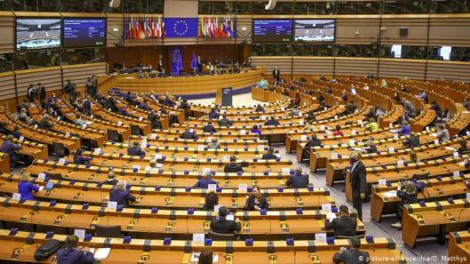 ЕП сака да ги врати Унгарија и Полска на патот на правна држава