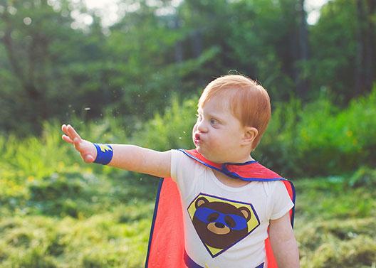 Фотографка ги претвора децата со посебни потреби во суперхерои