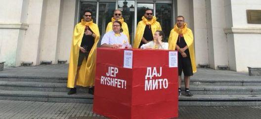 """""""Дај Мито"""" - уметничка акција против корупцијата во македонското општество"""