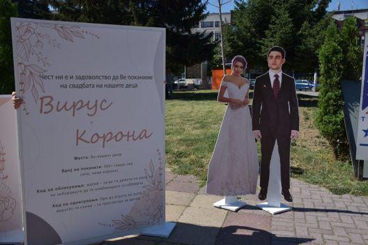 Герила акција во Тетово:Младоженците корона и вирус канат гости на свадба