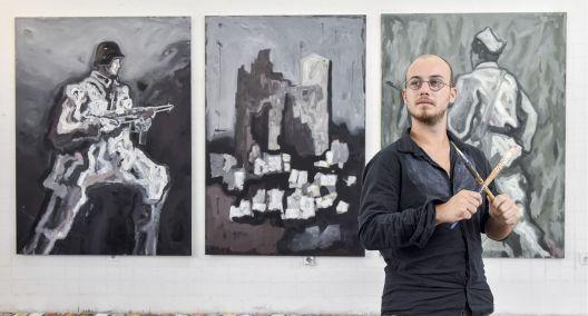 Млад сликар од Загреб со портрети на партизани се бори против релативизирањето на историјата