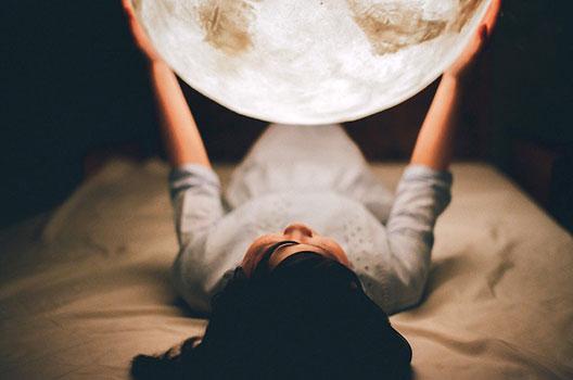 Домашна месечина: извонредно дизајнирана ламба
