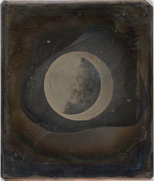 Месечината им припаѓа на луѓето