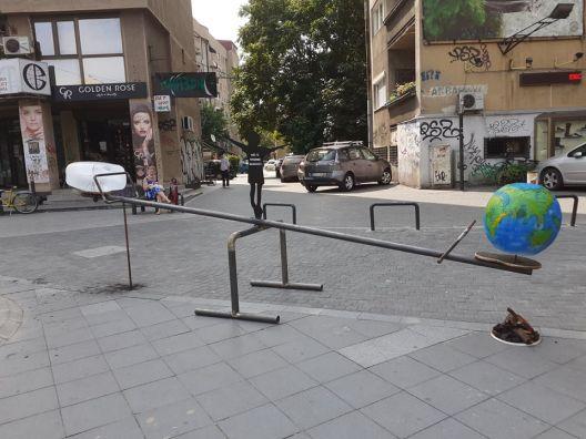 Климатска клацкалка во Скопје како предупредување за климатските промени