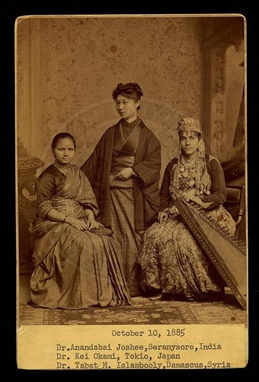 Историска слика од жени-пионерки во медицината
