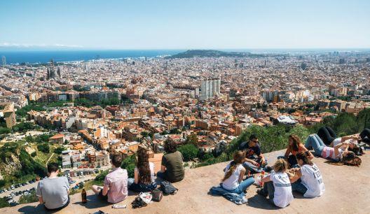 Шпанија ќе им дава на младите по 400 евра  за културни содржини