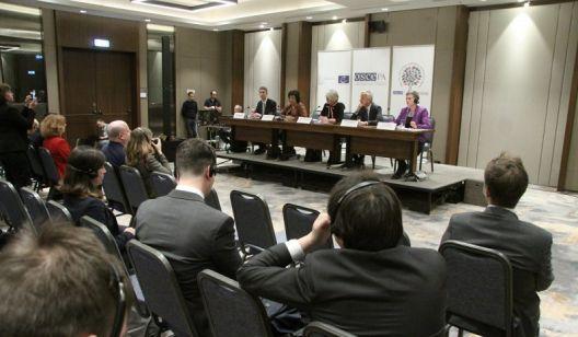 ОБСЕ/ОДИХР со бројни критики, иако гласањето е оценето со чиста 10-ка
