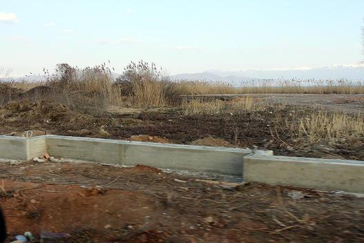 Антикорупциска побара Владата да ги сруши дивоградбите на охридското крајбрежје
