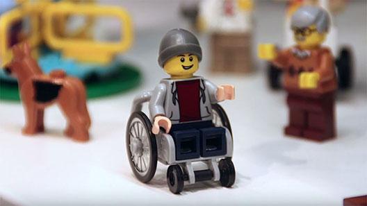 Лего ја претстави првата фигура во инвалидска количка
