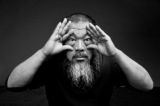 Уметникот Аи Веивеи ја затвора изложбата во Данска во знак на протест за правата на беглаците