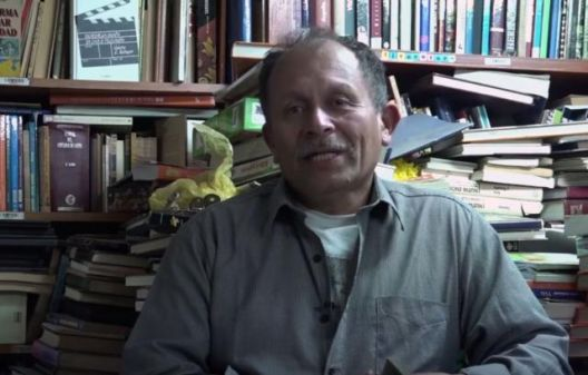 Ѓубреџија отворил библиотека од фрлени книги што ги собирал