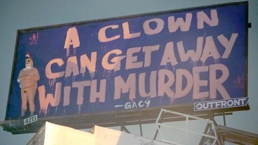 """Статуа на голиот """"кловн Трамп"""" поставена на билбордот во Лос Анџелес"""