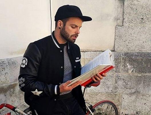 Хрватски режисер со денови пред владата ги чита укинатите лектири