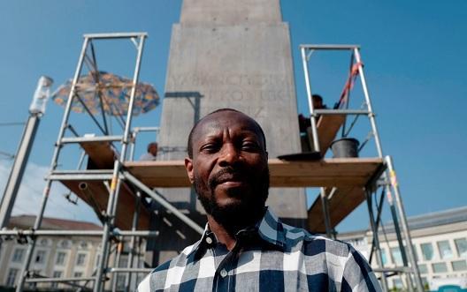 """Градот Касел го купува контроверзниот """"Споменик на бегалците"""" што беше срцето на Документа"""