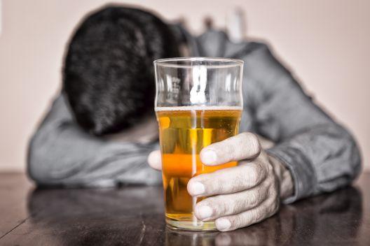 Македонците пијат најмалку алкохол во Европа?!