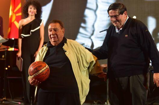 Лазо, ти си нешто посебно - легендите на кошарката го увеличаа 80 роденден на Лазар Лечиќ
