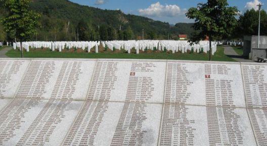 Чекорење наназад, 20 години по Сребреница
