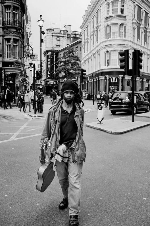 Човек со гитара, Сохо, Лондон, 2012
