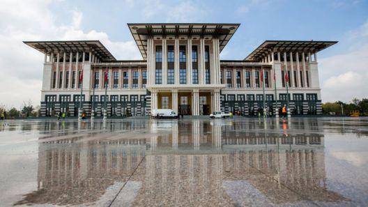 Последните часови на турската демократија