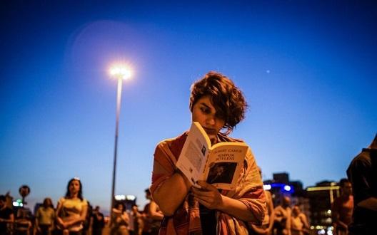 Нов вид на отпор: читање на плоштадот Таксим