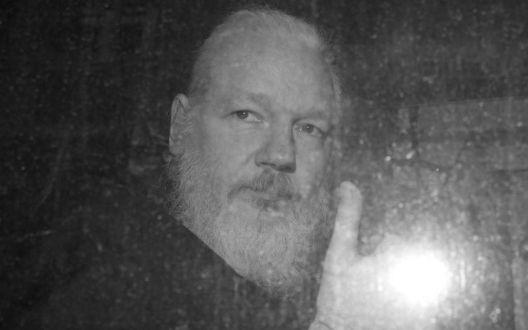 Невидена тортура над Џулијан Асанж