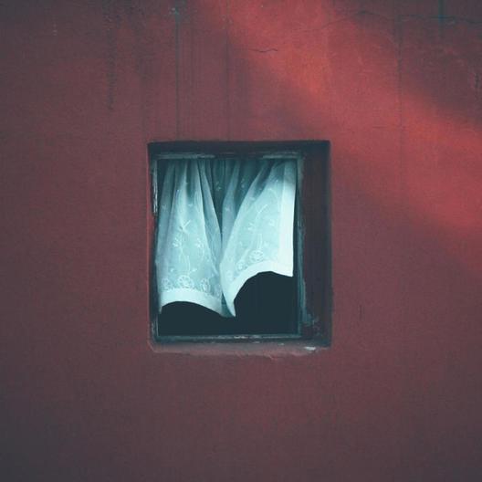 12 години фотографирал ист прозорец, сѐ до неговото уништување