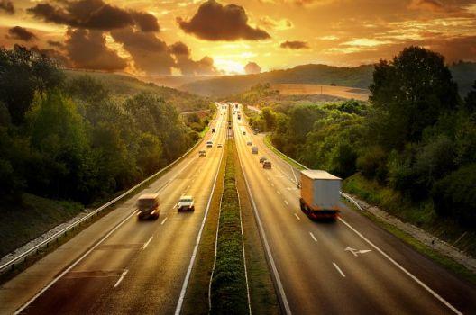 Романски претприемач изградил автопат од еден метар