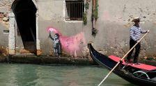 Бенкси непоканет изложува во Венеција