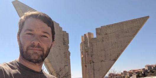 Американецот што ја чува меморијата на југословенските споменици