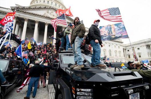 Се здружуваат десничарските, расистичките и апокалиптичните движења