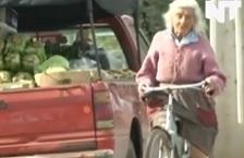 Со велосипед и на 90 години!