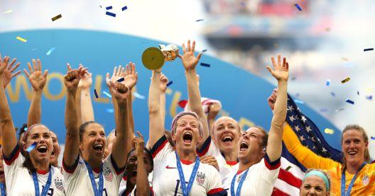 Сестринство и единство: Американската женска фудбалска револуција