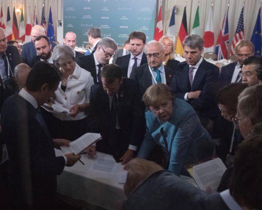 Фотографиите што ги покажаа игрите на моќ помеѓу светските лидери