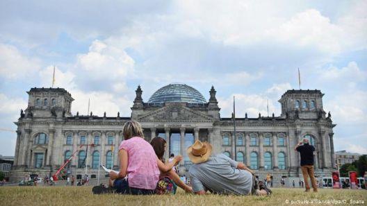 Германците сакаат демократија, но...