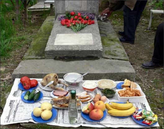 Мртовец негира дека му се јадело кога на Задушница паднала храна
