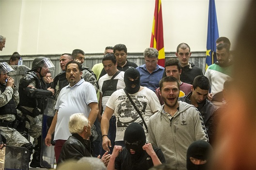 Полициските службеници, нивните претпоставени, напаѓачите и организаторите на протестот се одговорни за немирите во Собранието