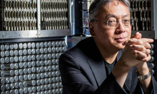 Казуо Ишигуро е добитиник на Нобеловата награда за литература