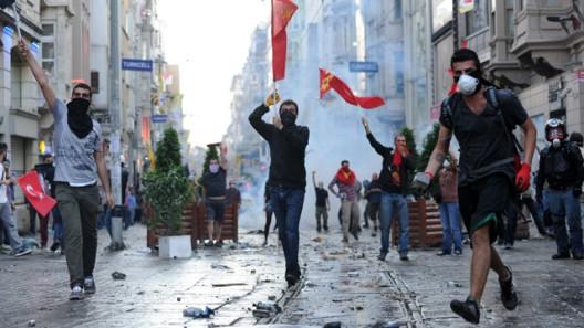 Славој Жижек ги поддржува протестите во Турција