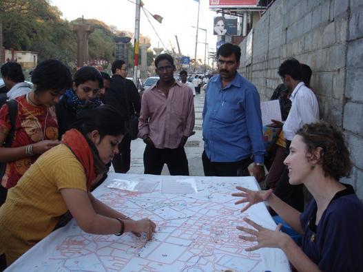 Урбана фабрика: бележење на интимната географија на градот со везење