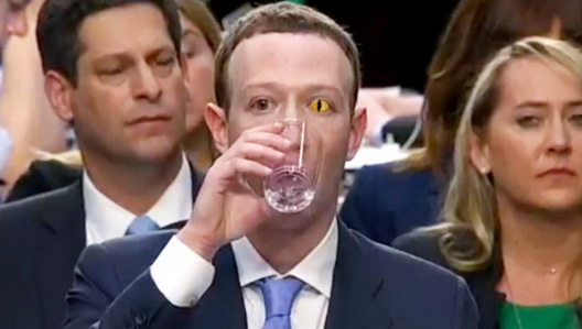 На Закерберг му падна контактната леќа за време на сослушувањето во Сенатот, откривајќи застрашувачко рептилско око